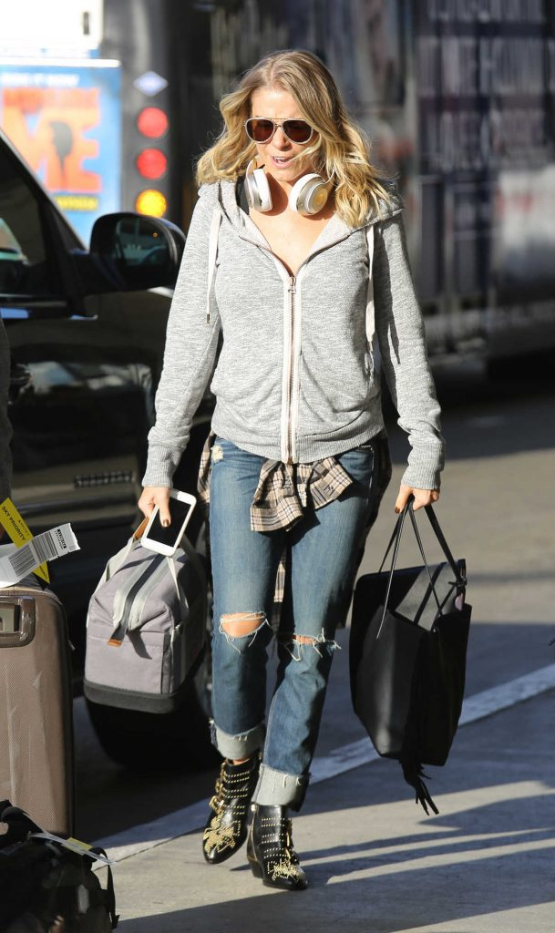 LeAnn Rimes Arrives at LAX Airport in Los Angeles 09/23/2017-1