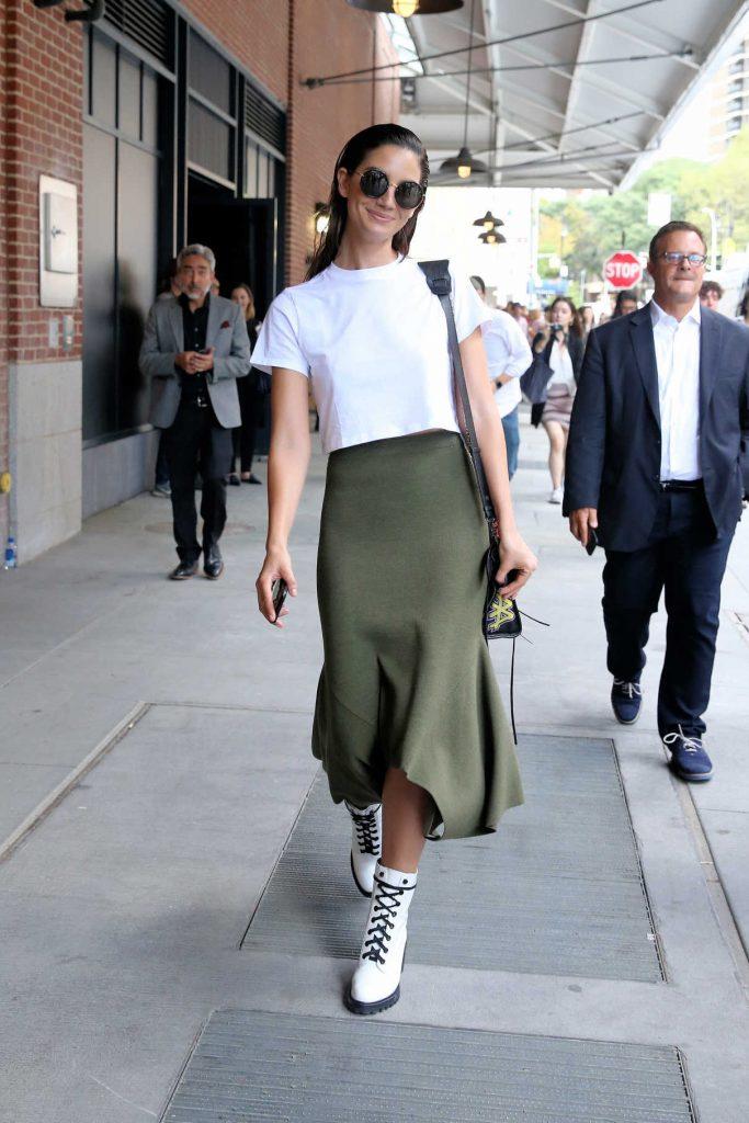 Lily Aldridge Leaves the Jason Wu Fashion Show in New York City 09/08/2017-1