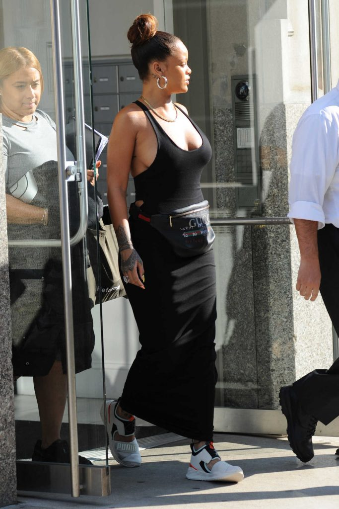 Rihanna Leaves Her Hotel in New York City 09/10/2017-1