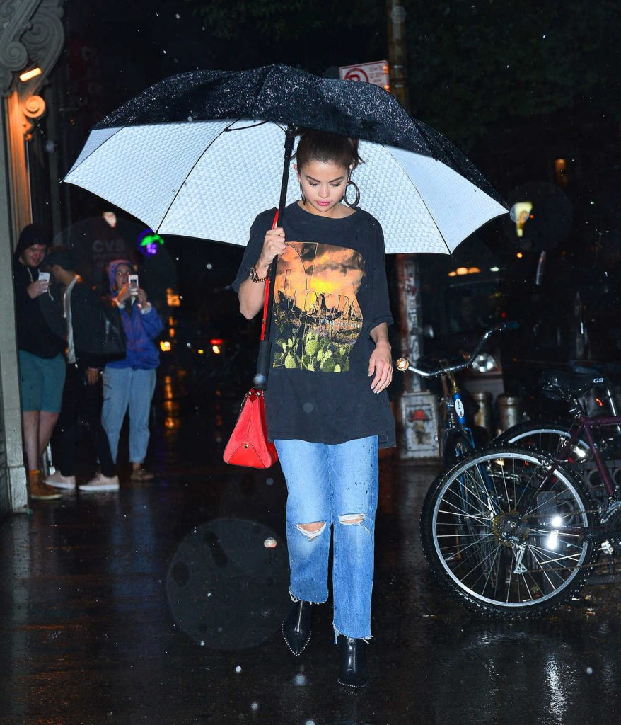 Selena Gomez Goes to Dinner Under the Rain With The Weeknd in NYC 09/02/2017-1