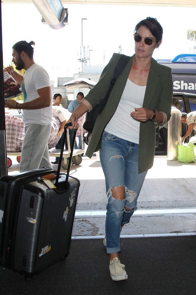 Cobie Smulders Arrives at LAX Airport Los Angeles 10/04/2017-1
