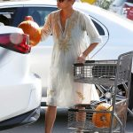 Halle Berry Was Seen at Bristol Farms in Los Angeles 10/09/2017-4