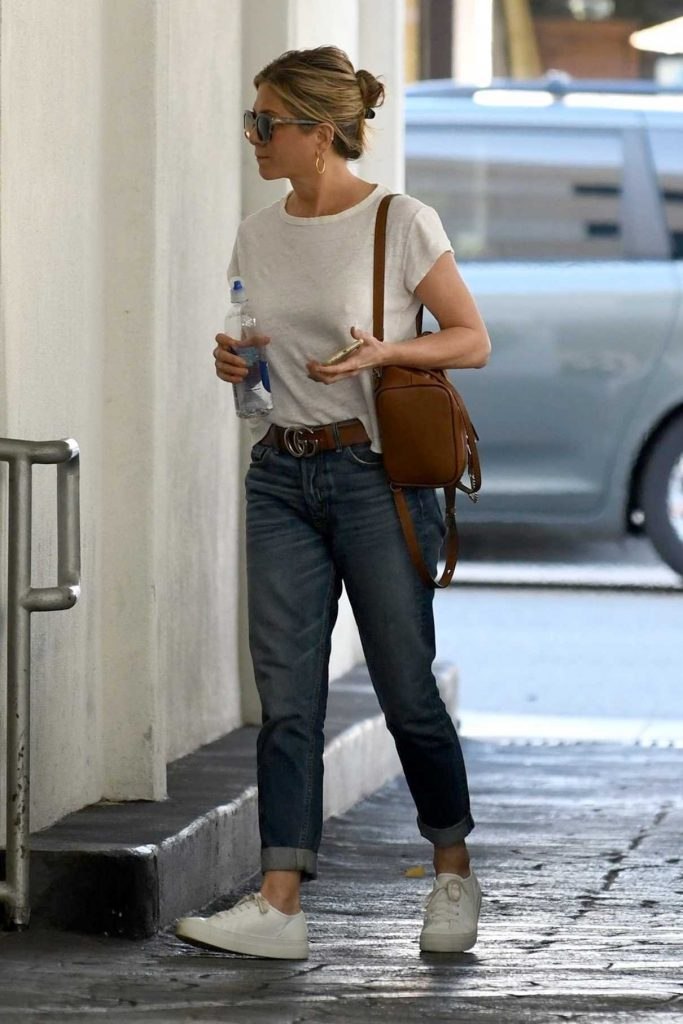 Jennifer Aniston Was Seen Out in Beverly Hills 10/17/2017-1