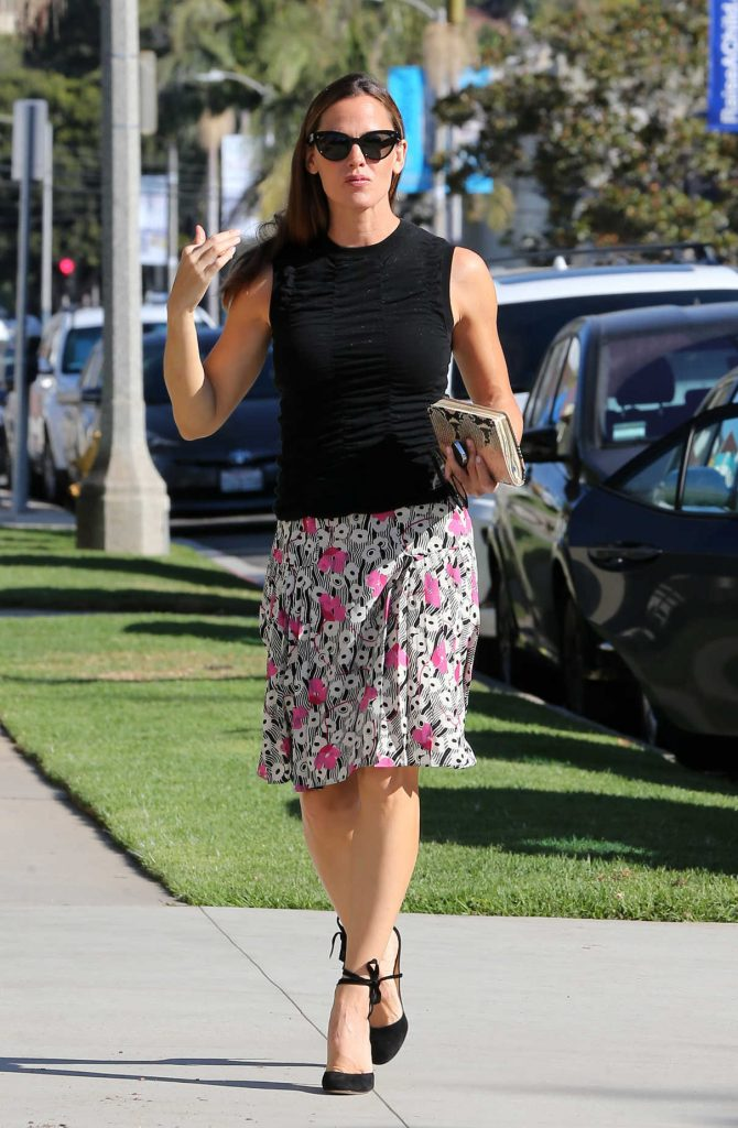 Jennifer Garner Arrives at Church in Pacific Palisades 10/15/2017-1