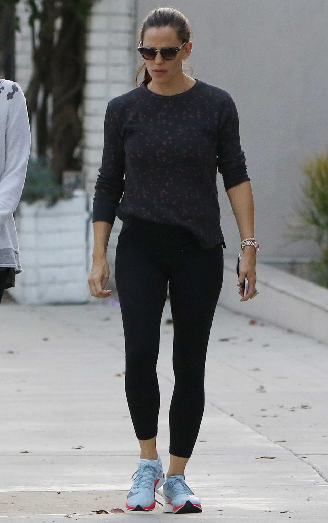 Jennifer Garner Was Seen Out in Brentwood 10/09/2017-1
