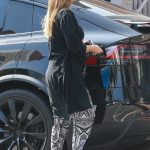 Jessica Alba Makes a Stop at Urth Caffe in Beverly Hills 10/01/2017-3