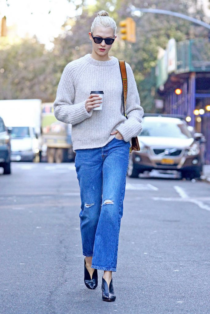 Karlie Kloss Wears a Loose Fitting Jeans Out in NYC 10/19/2017-1
