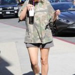 Kim Kardashian Was Seen Out in Calabasas 10/09/2017-3
