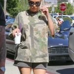 Kim Kardashian Was Seen Out in Calabasas 10/09/2017-4