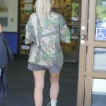 Kim Kardashian Was Seen Out in Calabasas 10/09/2017-5