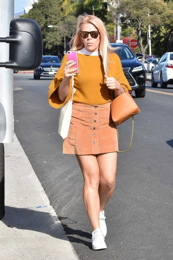 Busy Philipps Goes Shopping in Beverly Hills 11/08/2017-1