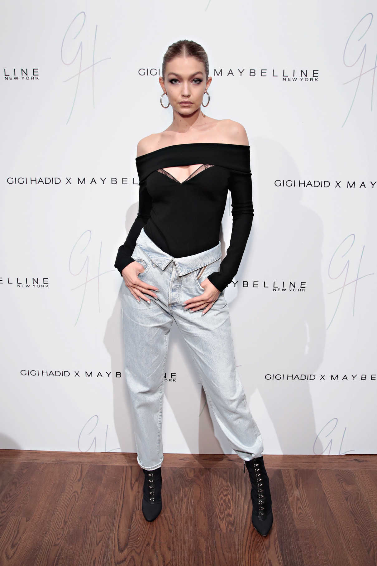 Gigi Hadid Attends the Gigi Hadid x Maybelline New York International Launch Party in NYC 11/03/2017-2