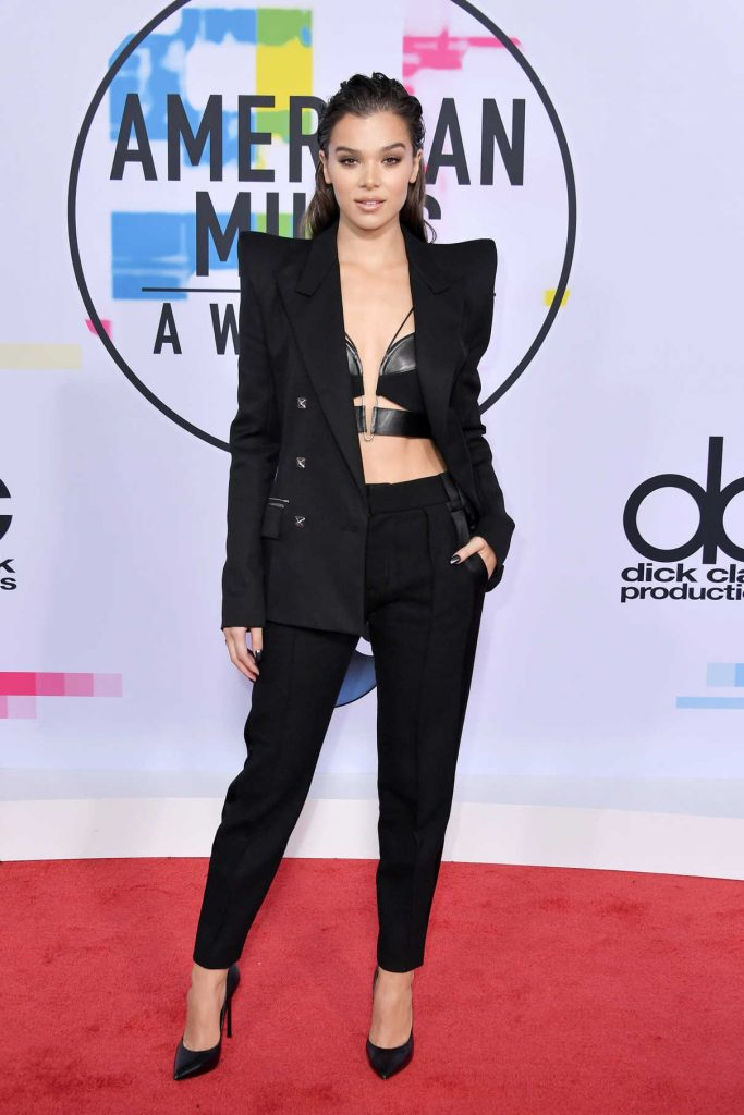 Hailee Steinfeld at 2017 American Music Awards at the Microsoft Theater in Los Angeles 11/19/2017-1