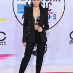 Hailee Steinfeld at 2017 American Music Awards at the Microsoft Theater in Los Angeles 11/19/2017-2