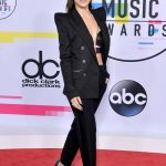 Hailee Steinfeld at 2017 American Music Awards at the Microsoft Theater in Los Angeles 11/19/2017-4