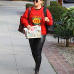 Hilary Duff Arrives at the Hair Salon in West Hollywood 11/16/2017-2