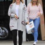 Hilary Duff Visits a Frame Store in Studio City 11/03/2017-3