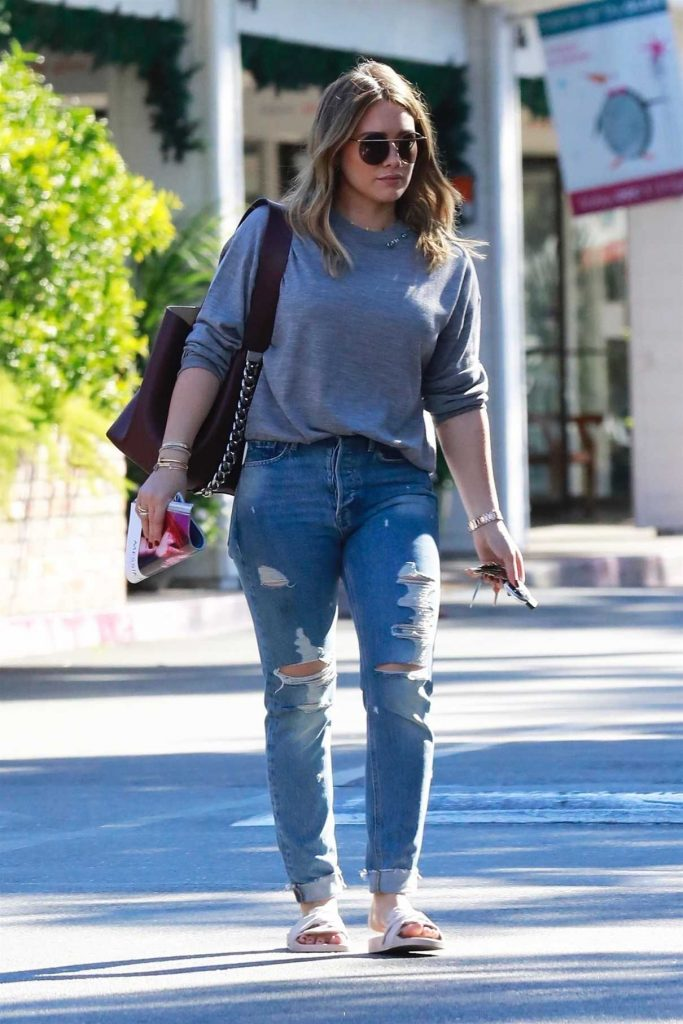 Hilary Duff Was Seen Out in Beverly HIlls 11/18/2017-1