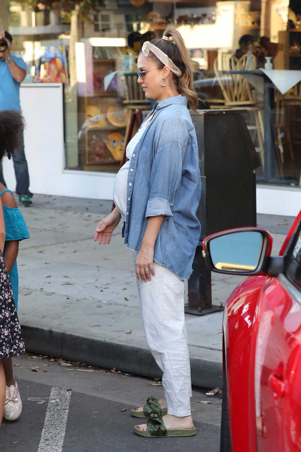 Jessica Alba Out Shopping in Beverly Hills 11/24/2017-2