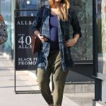 Jessica Alba Out Shopping in Beverly Hills 11/26/2017-4