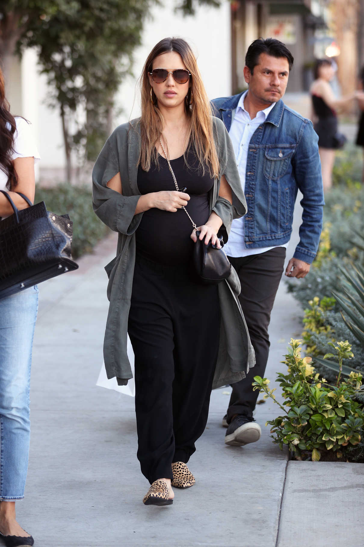 Jessica Alba Out Shopping in West Hollywood 11/22/2017-3