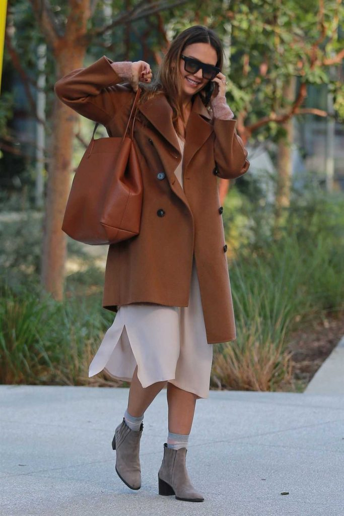 Jessica Alba Was Seen Out in Los Angeles 11/09/2017-1