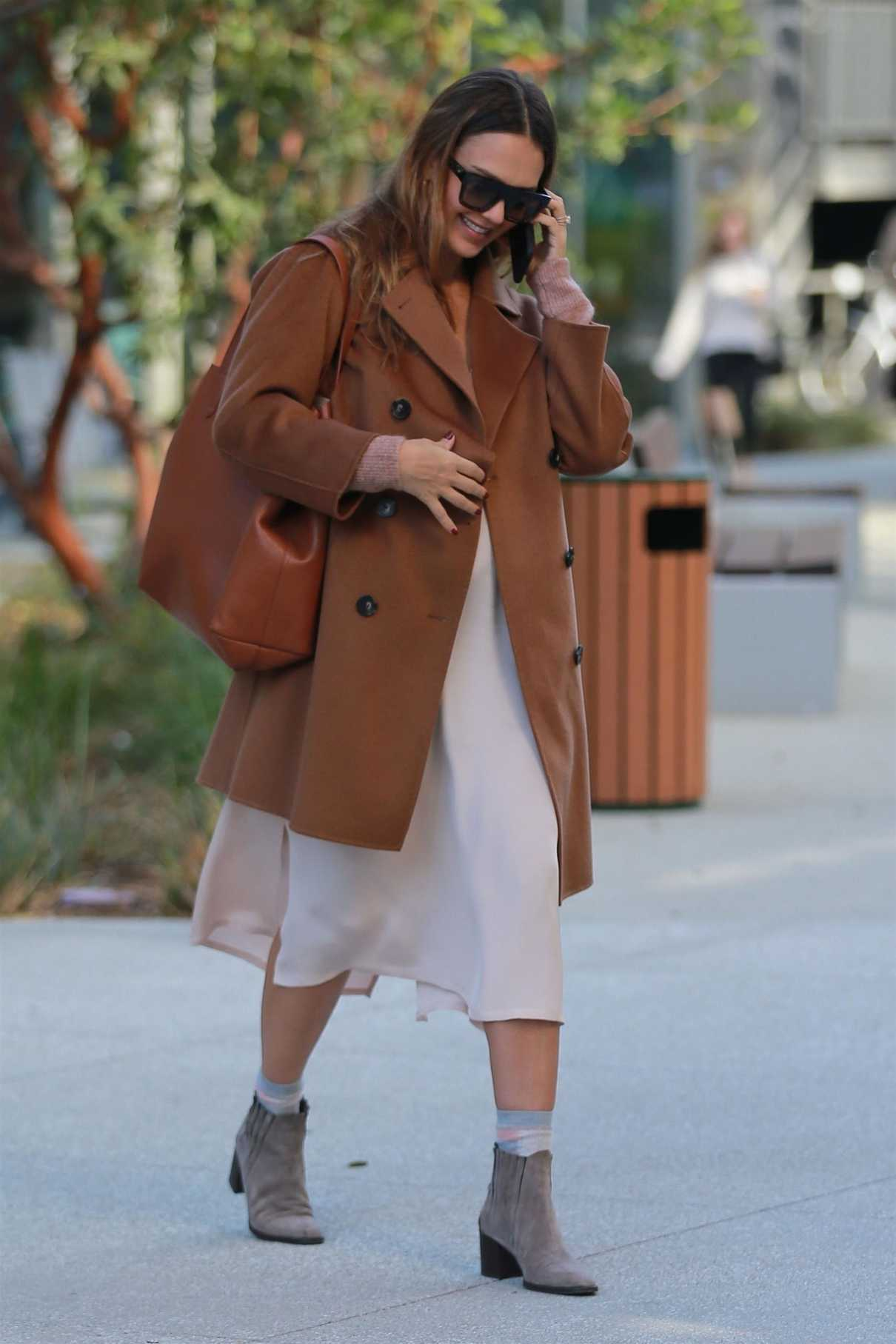 Jessica Alba Was Seen Out in Los Angeles 11/09/2017-2