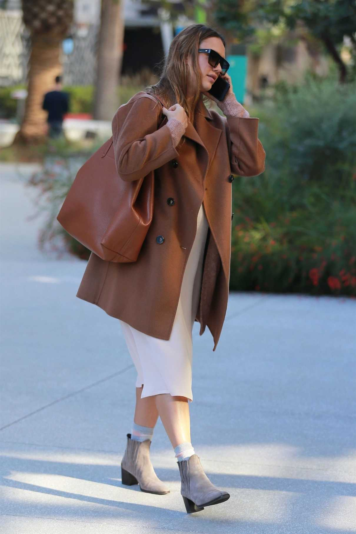 Jessica Alba Was Seen Out in Los Angeles 11/09/2017-3