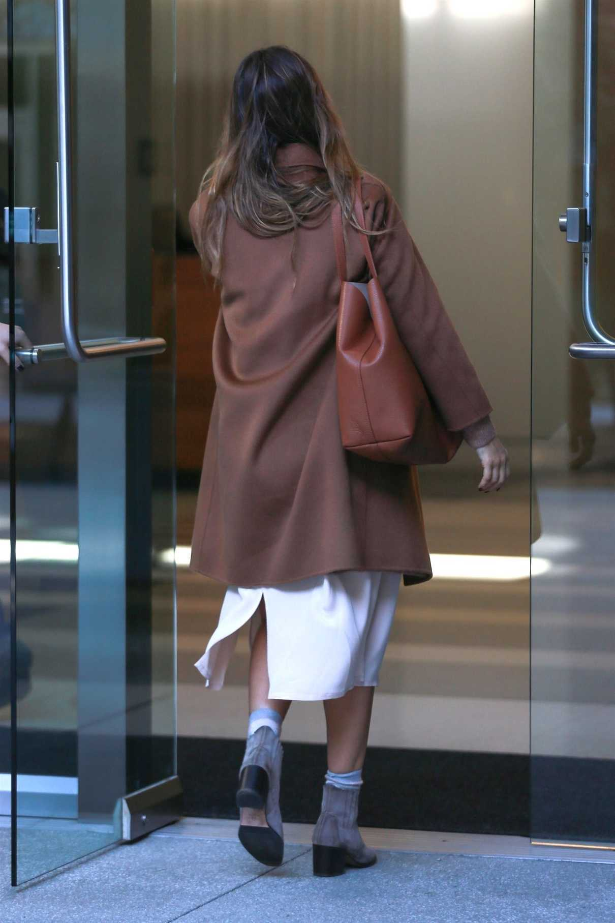 Jessica Alba Was Seen Out in Los Angeles 11/09/2017-5
