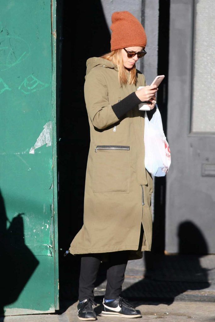 Kate Mara Was Seen Out in NYC 11/10/2017-1