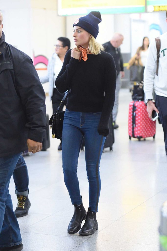 Margot Robbie Arrives at JFK Airport in NYC 11/26/2017-1