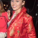 Miley Cyrus Meets the Fans Outside Her Hotel in NYC 11/03/2017-3