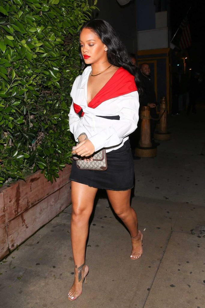 Rihanna Arrives at Giorgio Baldi Restaurant in Santa Monica 11/12/2017-1