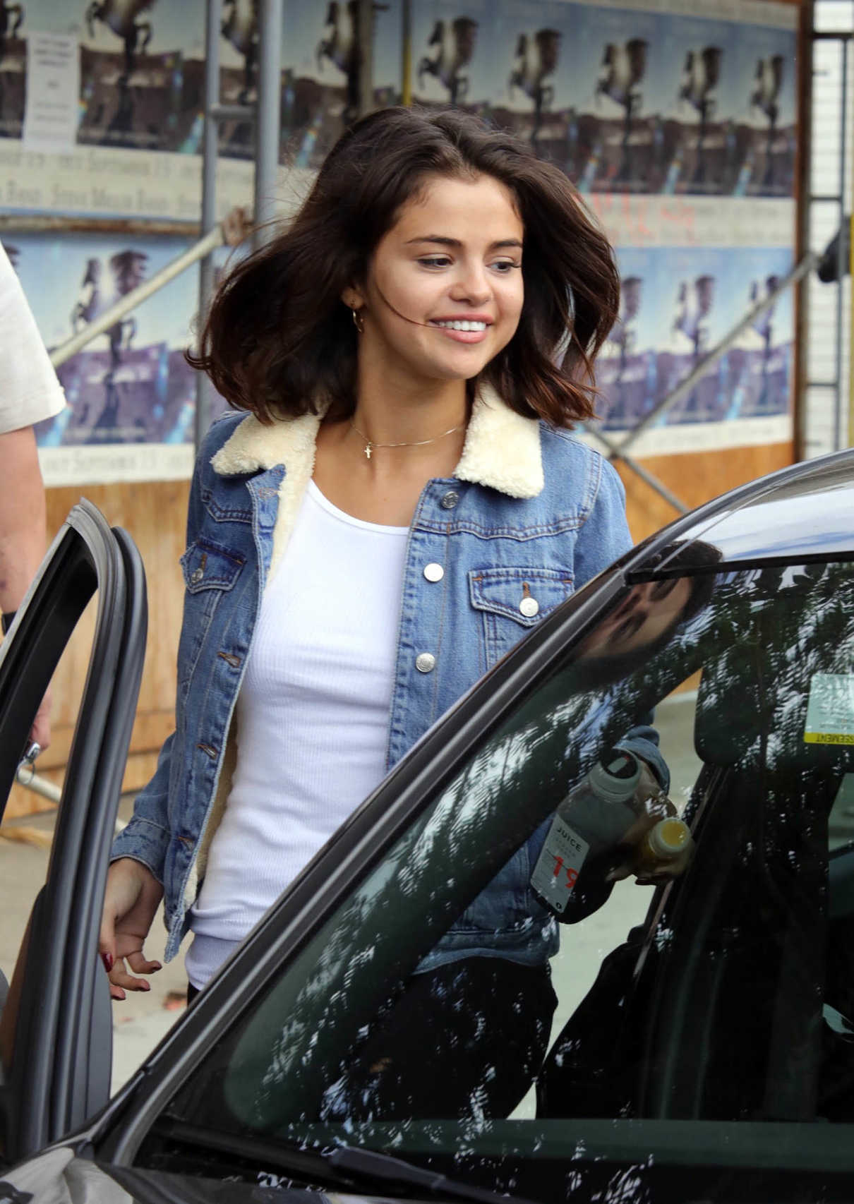 Selena Gomez Grabs an Ice Tea With a Friend at Alfred Coffee in Studio City 11/02/2017-5