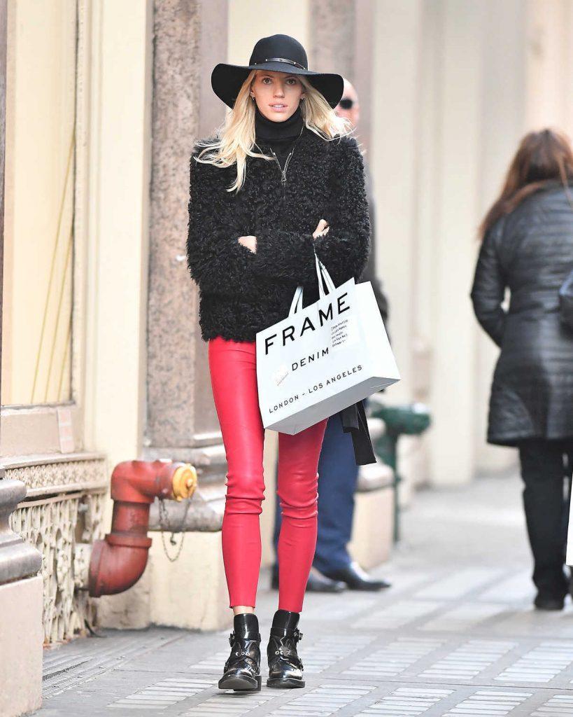 Devon Windsor Goes Shopping in NYC 12/19/2017-1
