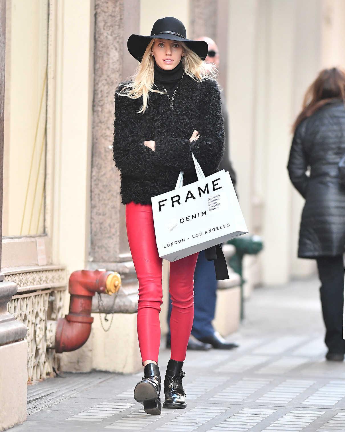 Devon Windsor Goes Shopping in NYC 12/19/2017-2