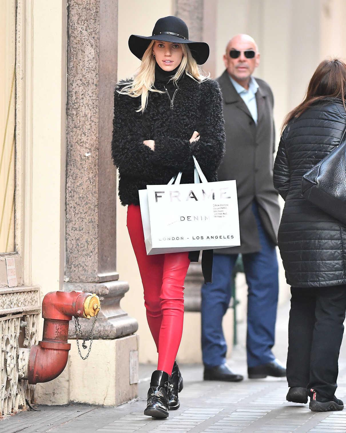 Devon Windsor Goes Shopping in NYC 12/19/2017-3