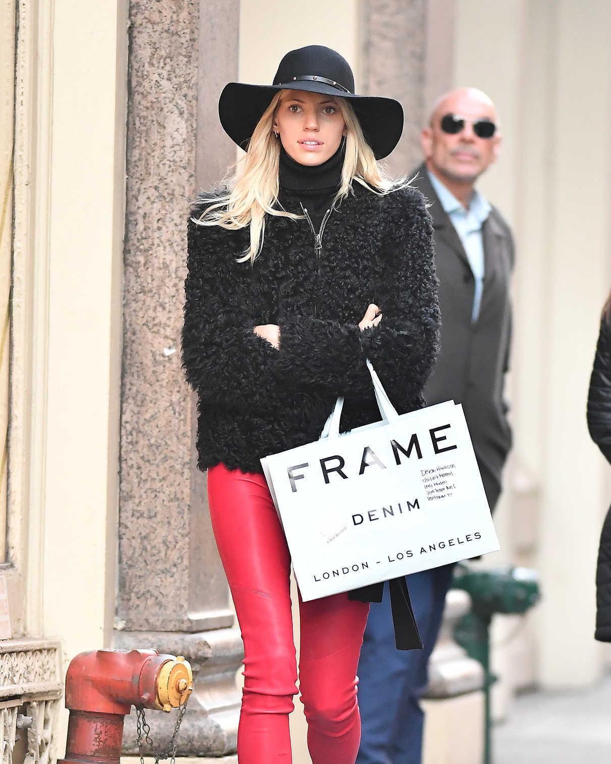 Devon Windsor Goes Shopping in NYC 12/19/2017-4
