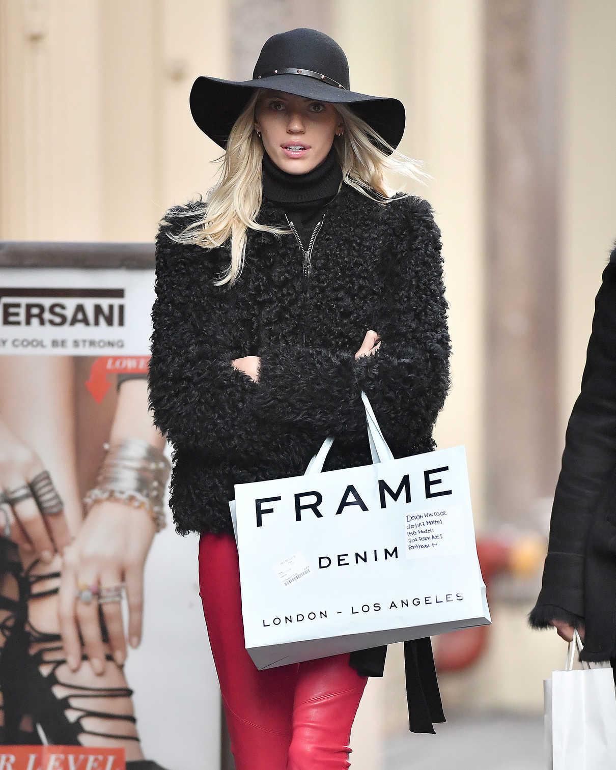 Devon Windsor Goes Shopping in NYC 12/19/2017-5