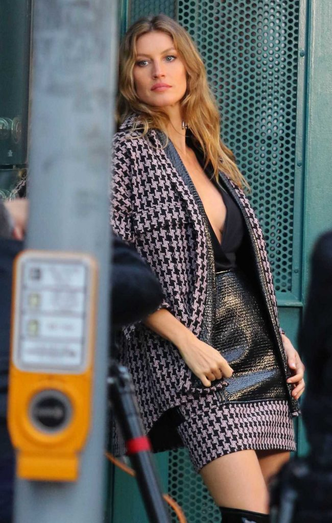 Gisele Bundchen on the Set of a Photoshoot in New York 12/04/2017-1