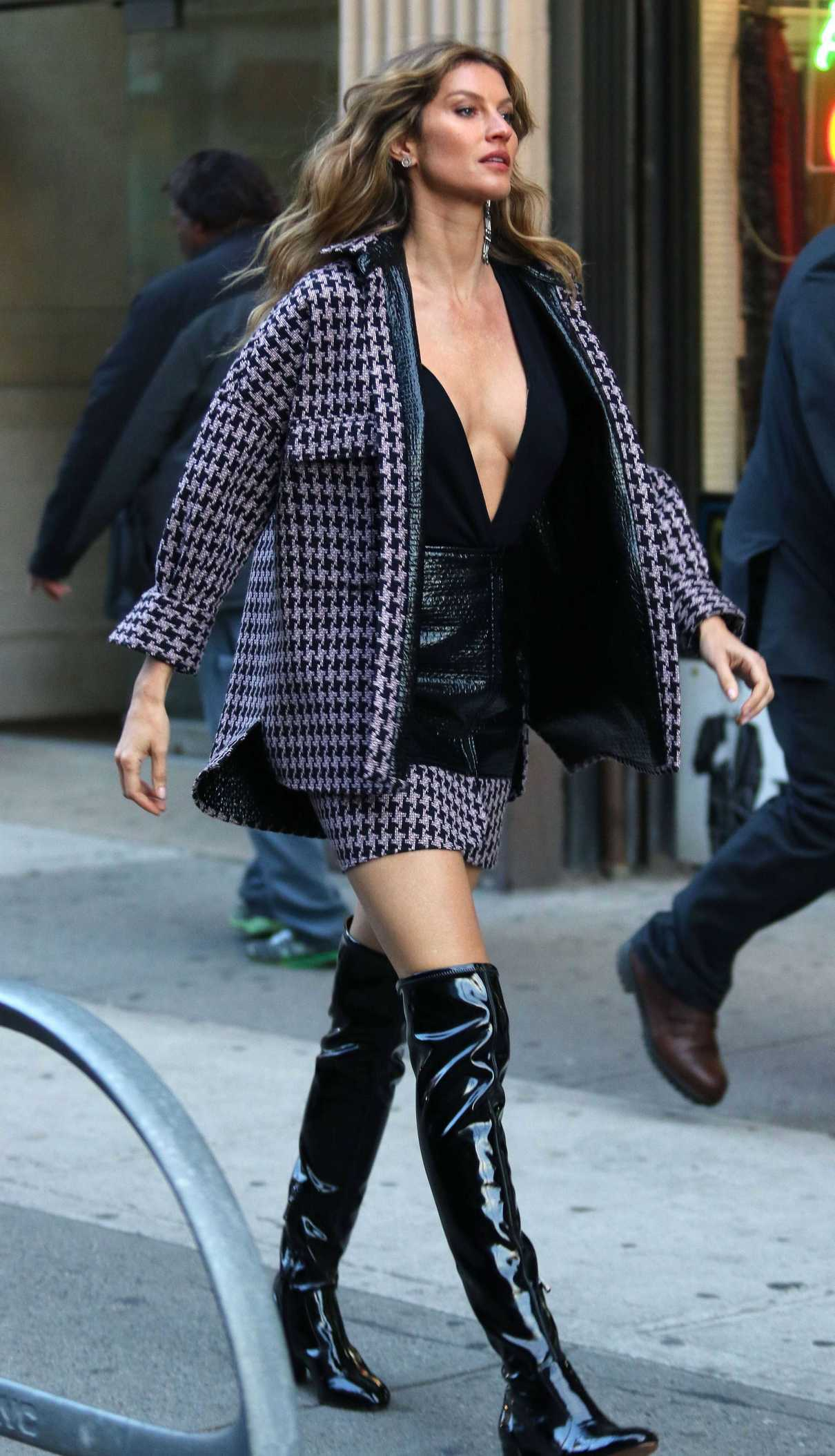 Gisele Bundchen on the Set of a Photoshoot in New York 12/04/2017-3