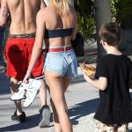 Hailey Baldwin Was Spotted at the Beach in Miami 12/29/2017-5