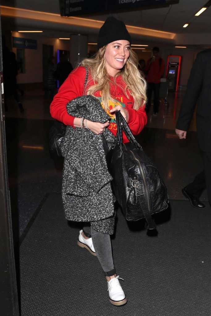 Hilary Duff Arrives at LAX Airport in Los Angeles 12/21/2017-1