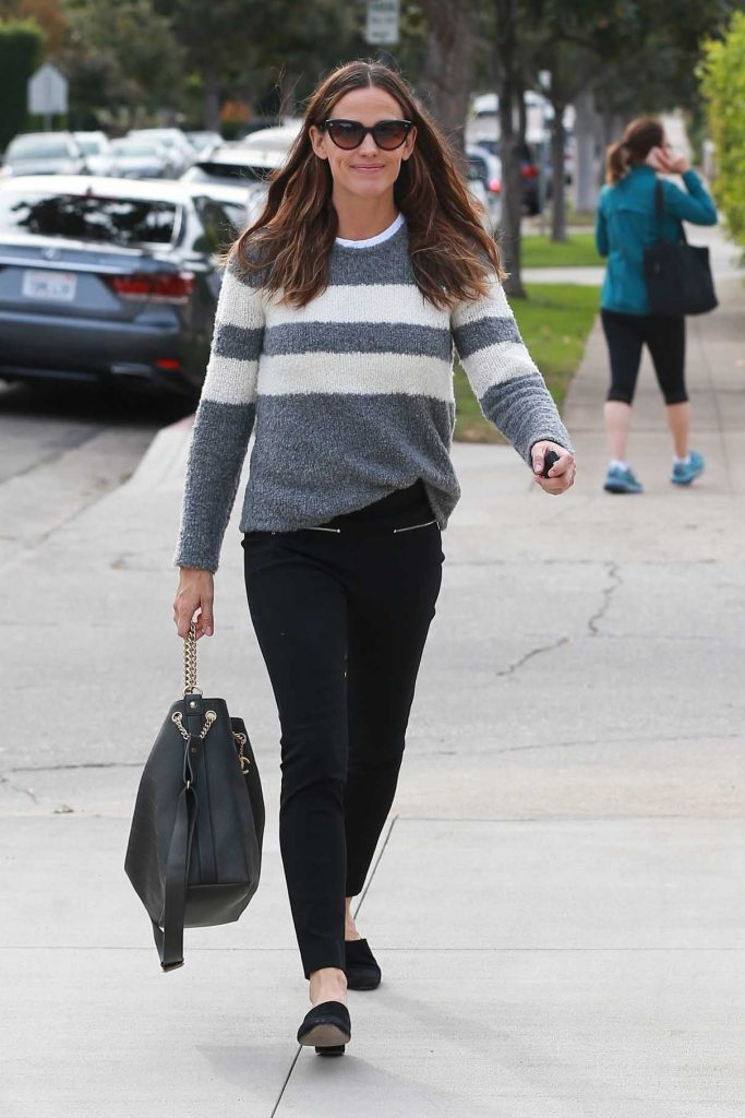 Jennifer Garner Heads to Church for Service in Pacific Palisades 12/10/2017-1