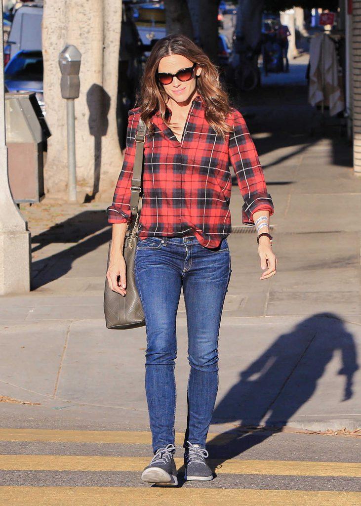 Jennifer Garner Was Seen Out in Los Angeles 12/13/2017-1