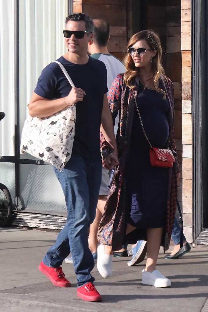 Jessica Alba Out Shopping With Her Husband Cash Warren in Venice Beach 12/03/2017-1