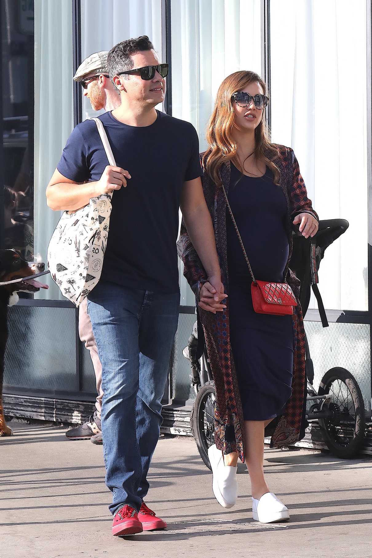Jessica Alba Out Shopping With Her Husband Cash Warren in Venice Beach 12/03/2017-2