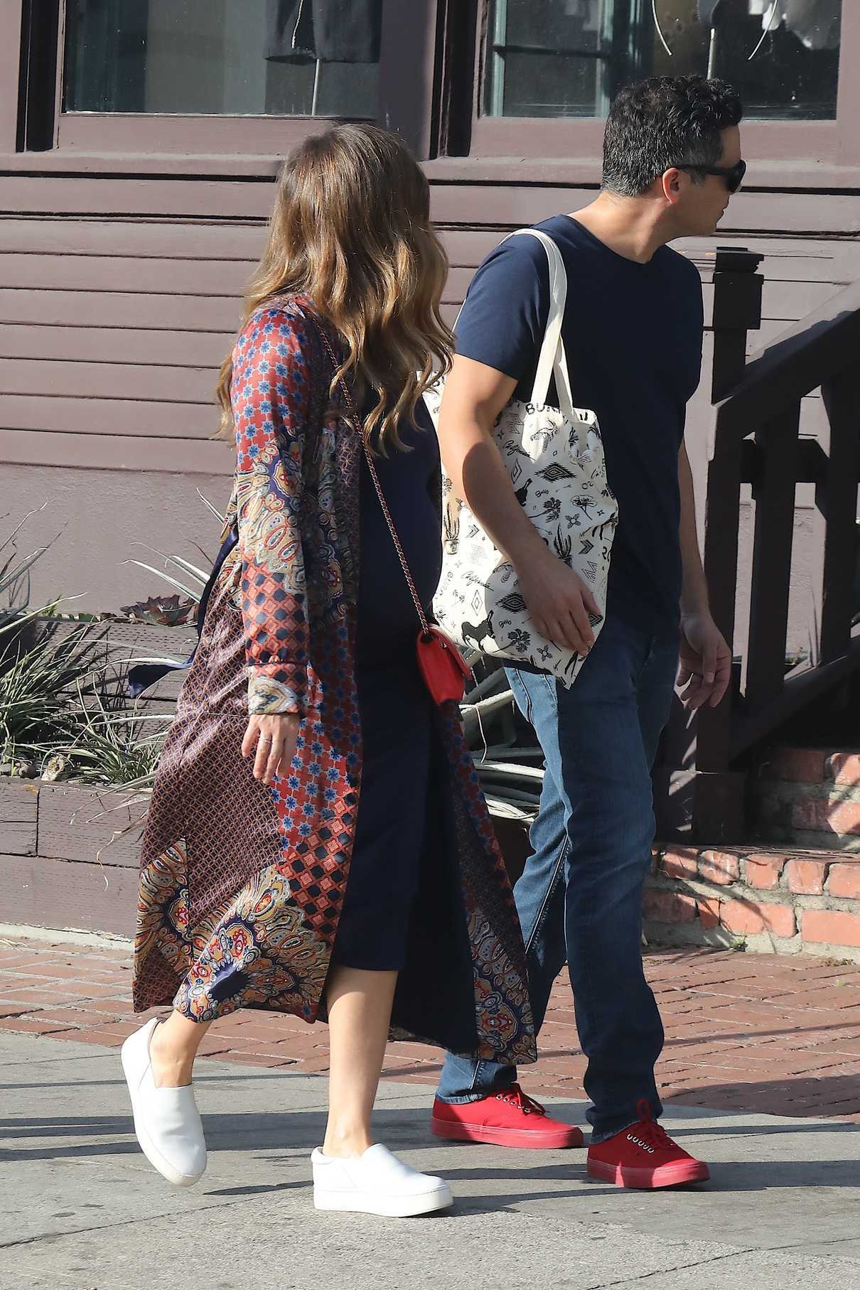 Jessica Alba Out Shopping With Her Husband Cash Warren in Venice Beach 12/03/2017-5