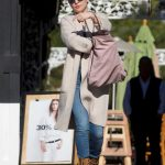 Kate Hudson Goes Shopping for Christmas in LA 12/21/2017-3