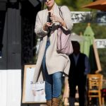 Kate Hudson Goes Shopping for Christmas in LA 12/21/2017-4